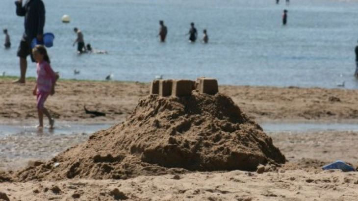 Enjoy a day at Exmouth Beach