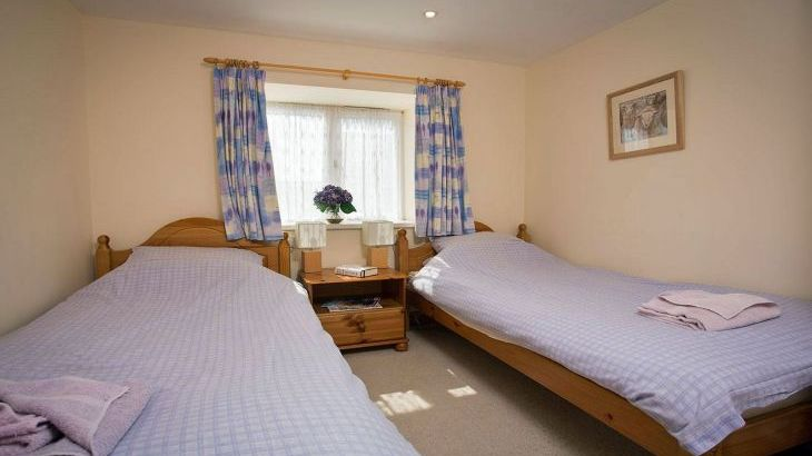 twin bedroom in pickering holiday cottage