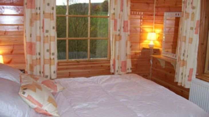Lodge with hot tub sleeps 4 Powys Wales