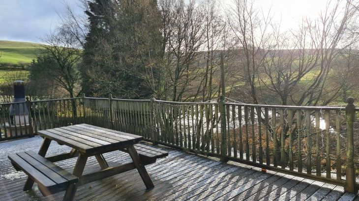 Decking Cefn-nant lodge wintertime