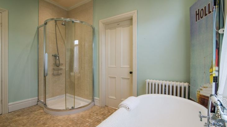 There is also a shower in the Master en suite
