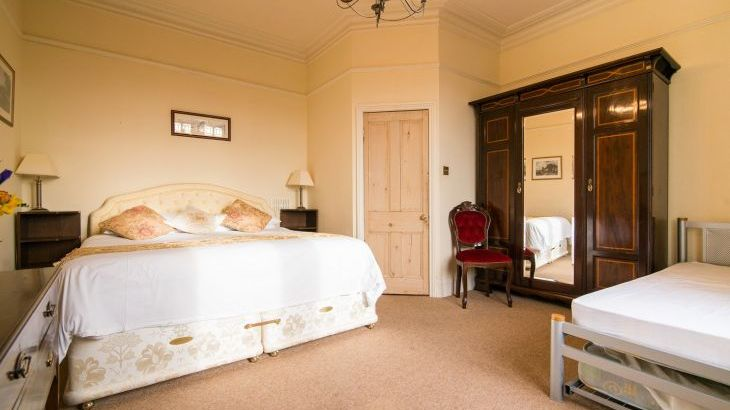 The Superkingsize bedroom has an en suite shower room