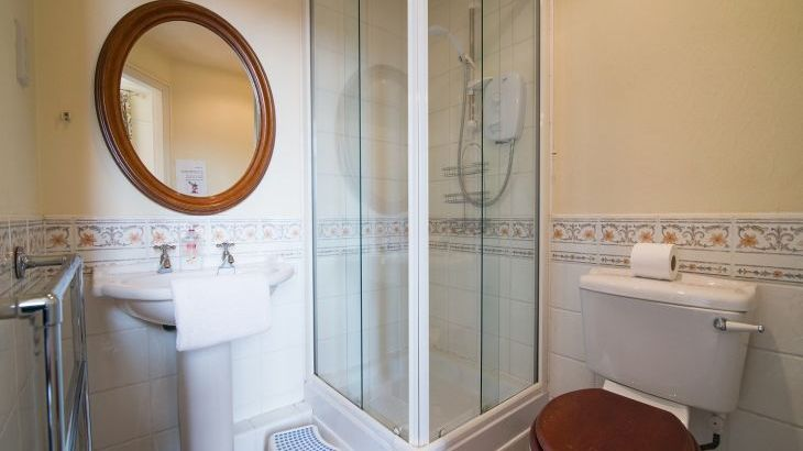 The en suite shower room