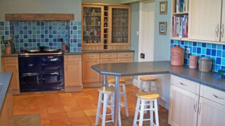Self-catering country house with well decorated kitchen