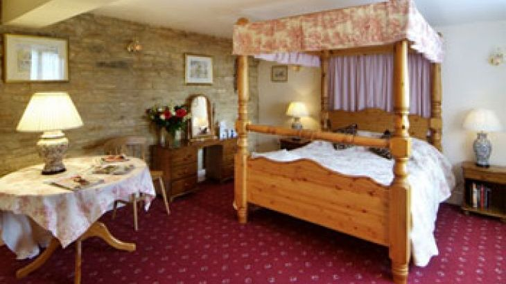 self-catering large groups Cotswolds