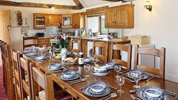 self-catering accommodation cotswolds groups