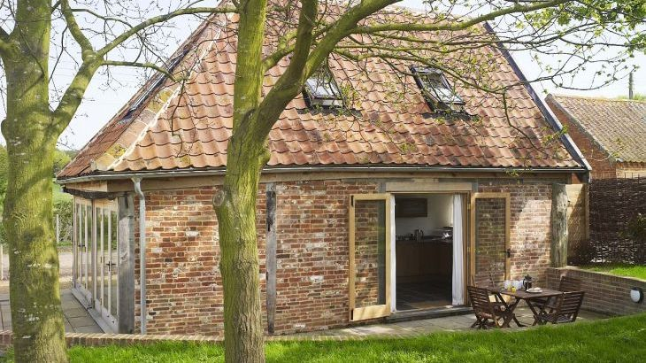 suffolk barn sleeps 4 in 2 bedrooms