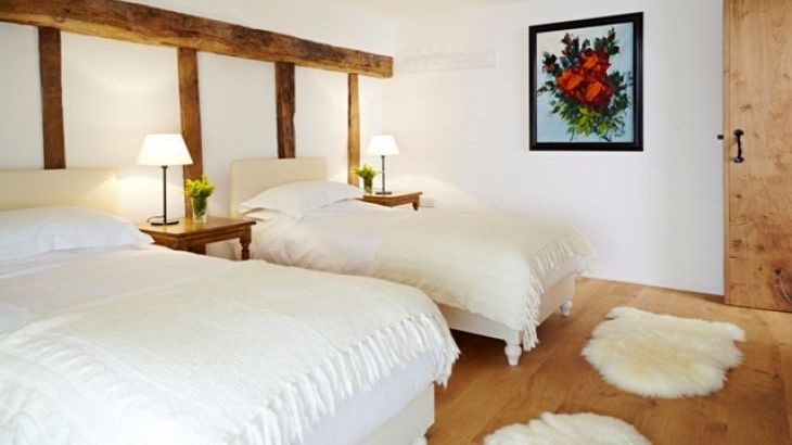 suffolk barn sleeps 8 in 4 bedrooms