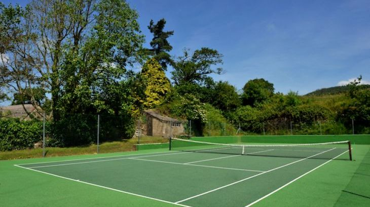 Boswell Farm Cottages All Weather Tennis Court