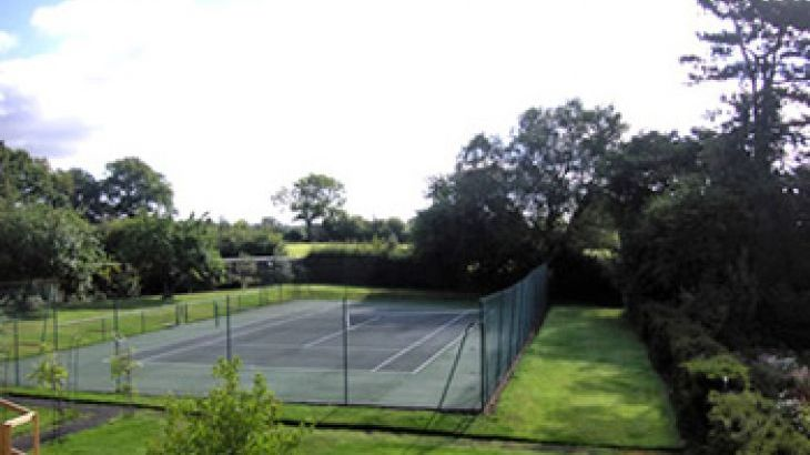 Luxury self-catering cottage with tennis court