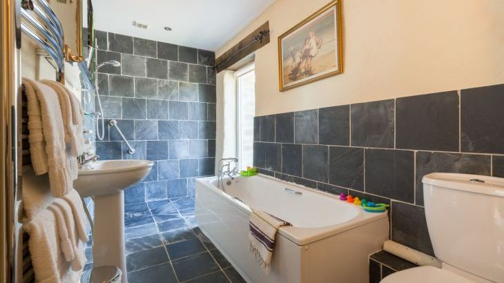 Holiday cottage haverfordwest wet room