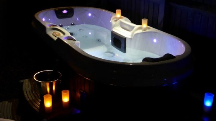 Relax & unwind in spa hot tub on chilly winter evenings