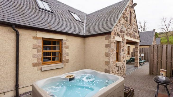 Appletree Cottage with Hot Tub