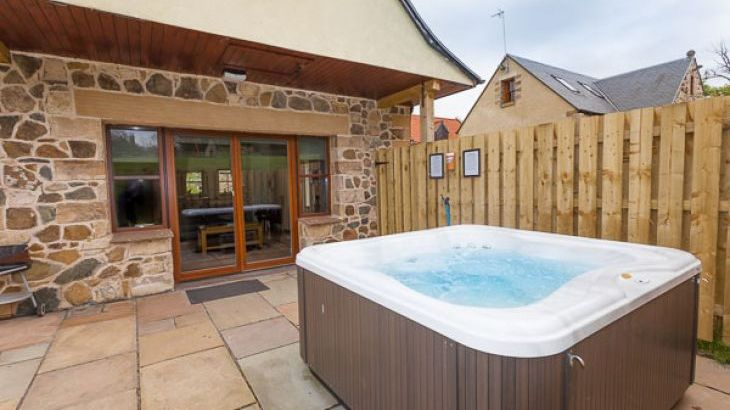 Beech Cottage with Outdoor Hot Tub