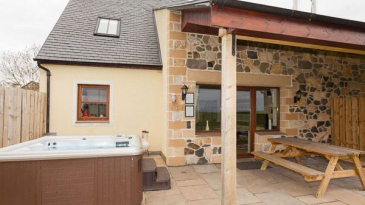 2 Eden Cottage with Outdoor Hot Tub