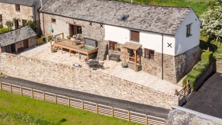 2 Bedroom Barn Conversion in Tarka Country