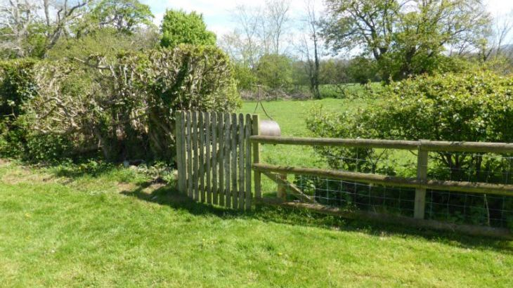 gate to 10 acres of countryside and private access to riverbank and fishing