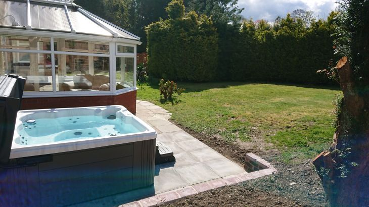 Powys country cottage with its own private hot tub