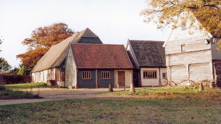 The cartlodge and adjoining Tudor barn