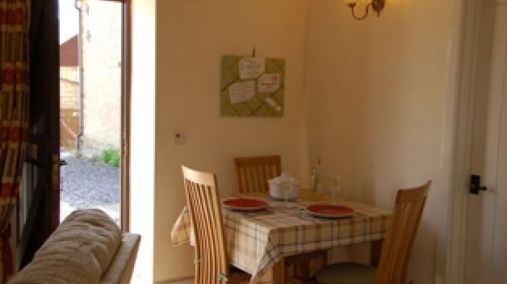Millers Cottage dining area