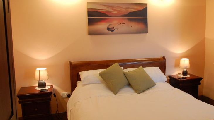 The Granary bedroom with king size sleigh bed