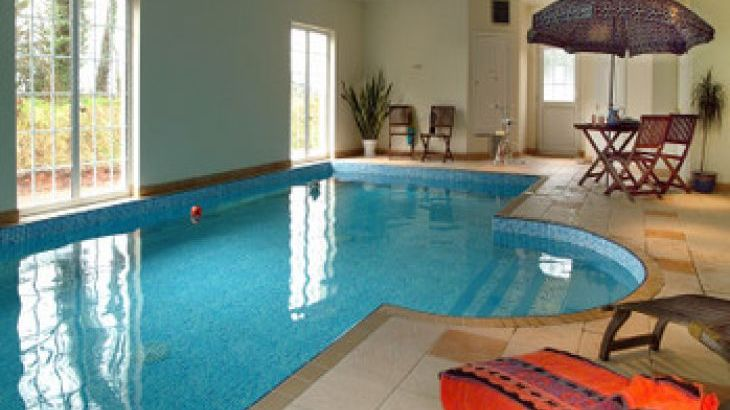 large group accommodation with pool Devon