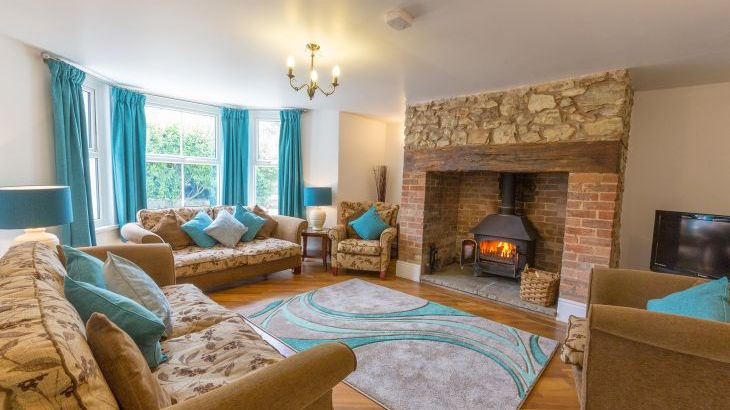 Culmbridge House, Sleeps 12 with private indoor pool and BBQ Lodge in Devon