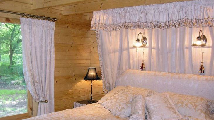 romantic log cabin for 2 in devon