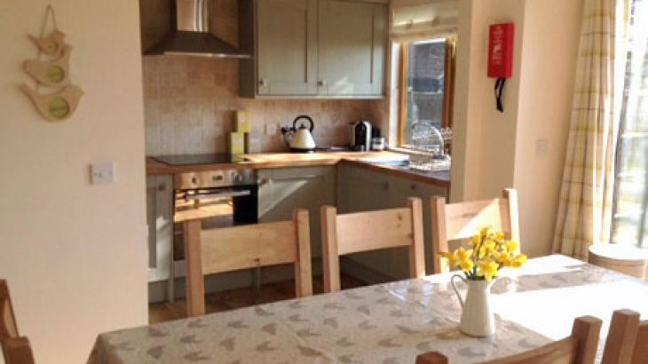 4 bedroom detached cottage with wifi in suffolk