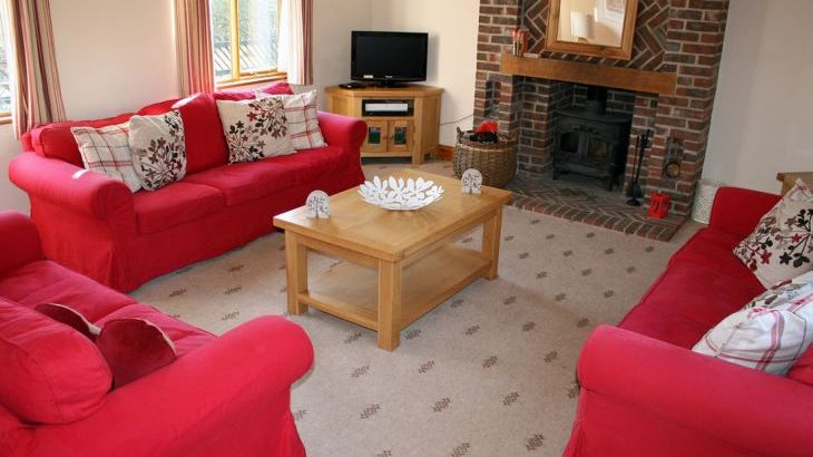 Suffolk cottage sleeps 8