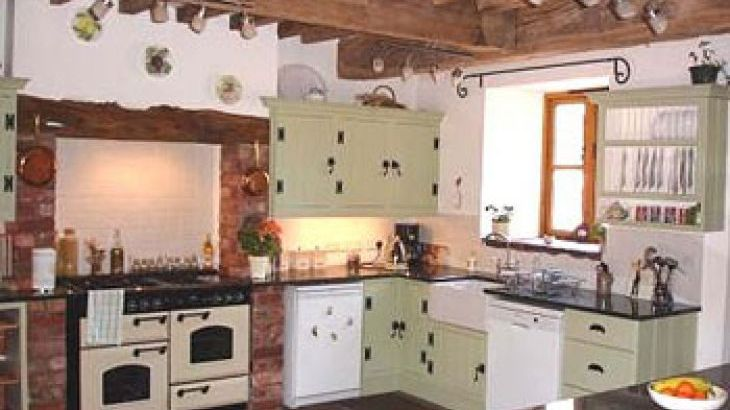 Large house to rent for self catering in herefordshire with a ovely kitchen