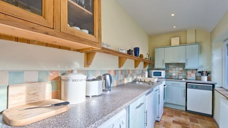 Fully equipped and light kitchen