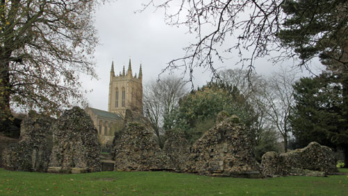 Bury St Edmunds abbey ruins